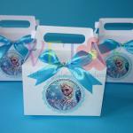 kutija gable sa likom elze i masnom, kutije na temu frozen elza, rodjendanska dekoracija, kutije za poklone elza