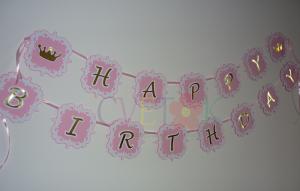happy birthday, natpis sa zlatnim slovima, rodjendanska dekoracija za princeze