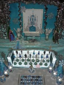 slatki sto frozen, dekoracija rodjendana na temu frozen, ukrasavanje stola za rodjendan zaledjeno kraljevstvo