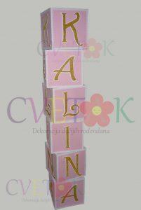 dekoracija za rodjendan kocke sa imenom, dekoracija prostora kockama sa natpisom, dekorativne kocke