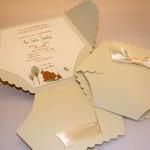 pozivnica pelena, cestitka za rodjenje deteta u obliku pelene, dekoracija za rodjenje