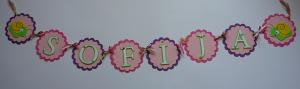 ime deteta u cvetovima kao rodjendanska dekoracija, natpis na temu puz