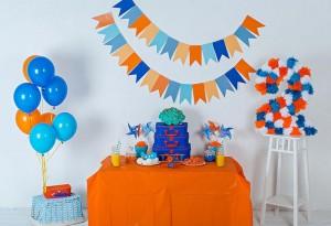 ukrasavanje stola za rodjendane, slatki sto narandzasto plavo