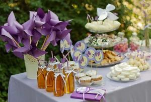 dekoracija rodjendanskog stola, masne i leptiri za rodjendan