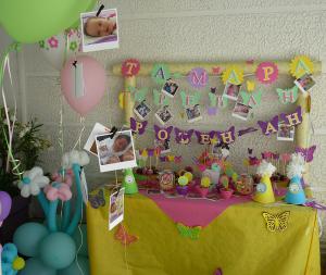 dekoracija rodjendanskog stola za devojcice, slatki sto na temu cvetovi i leptiri