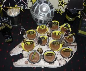 postolje za kolace star wars, stalak za kapkejk i mafine star wars, millennium falcon dekoracija rodjendana