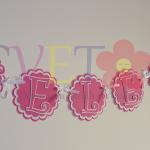 natpis za rodjendan, cvetni natpis, baner sa imenom deteta, cvetna dekoracija